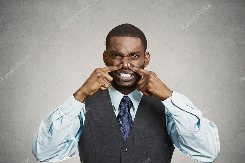 l 39 homme blesse son nez la tr s mauvaise odeur l 39 odeur photographie siphotography 50549275. Black Bedroom Furniture Sets. Home Design Ideas