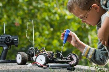 Repair the radio control car