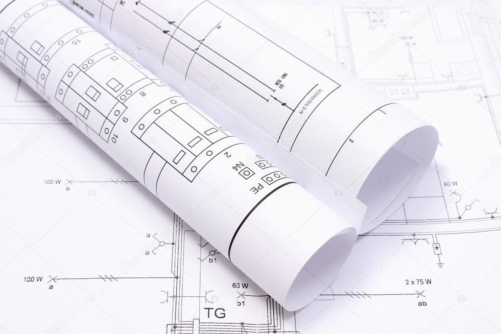 Schaltpläne auf Anlagenzeichnung Haus gerollt — Stockfoto © ratmaner ...