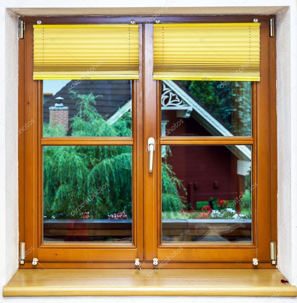 Fenster innenansicht  Laminat braun Fenster Innenansicht — Stockfoto #48894121