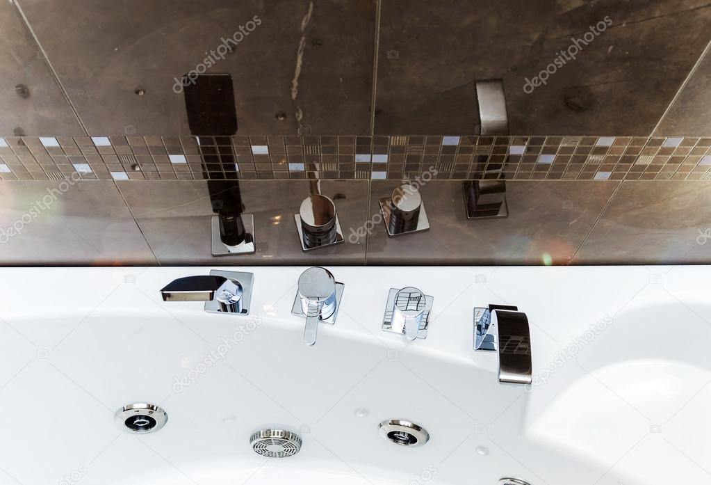 nieuwe badkamer montage — Stockfoto © sorokopud #51034949