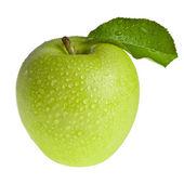 zelené jablko s listy