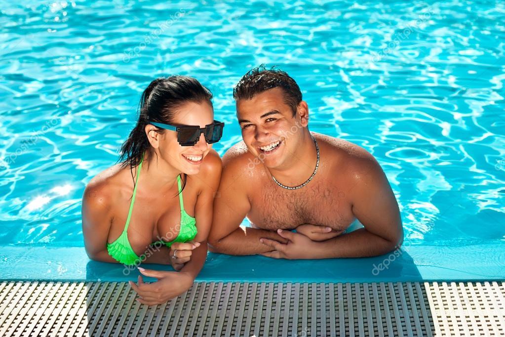 Огромные сиськи в бассейне втроем, интим в екатеринбурге парни