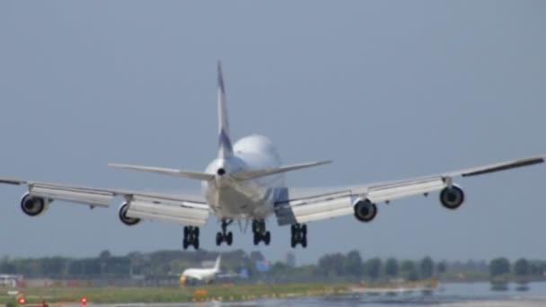 proudové letadlo přistání