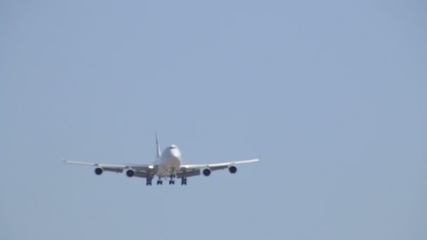 obchodní tryskové letadlo za letu