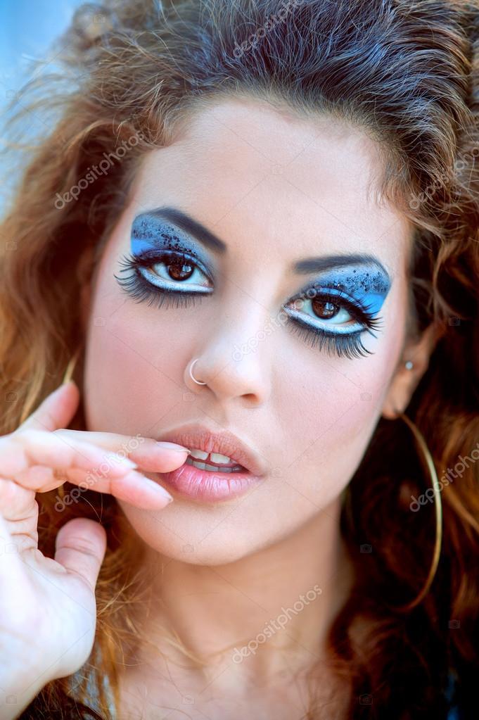 Piękna Dziewczyna Portret Z Makijaż Niebieski Zdjęcie Stockowe