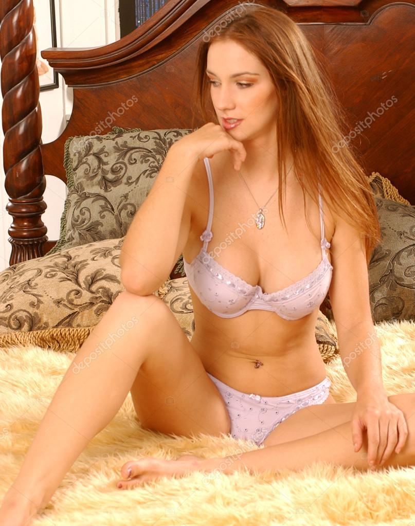 Morenitas Tetonas ᐈ morenas en bikini fotos de stock, imágenes morenas en