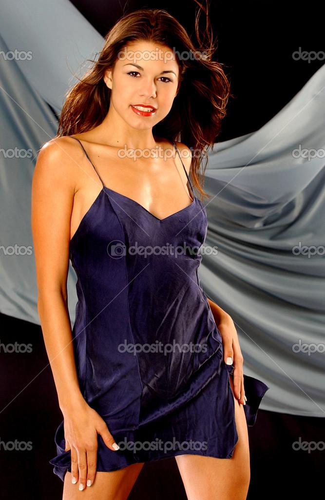 Сексуальна піжами атласу ковзання - глибокий фіолетовий — Стокове ... 3c31cc65f3c2b