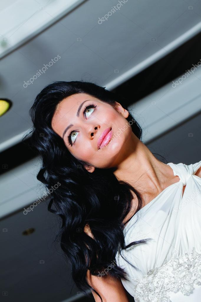 Close up portrait of adorable bride with beautiful eyes and long black hair.– stock image