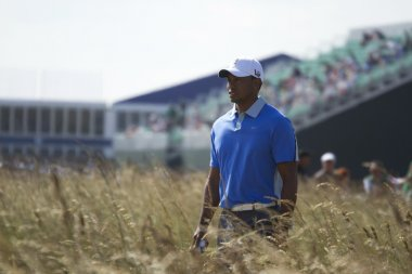Tiger Woods Walking to Tee