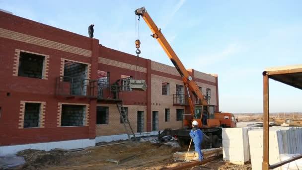 Jeřáb na staveništi