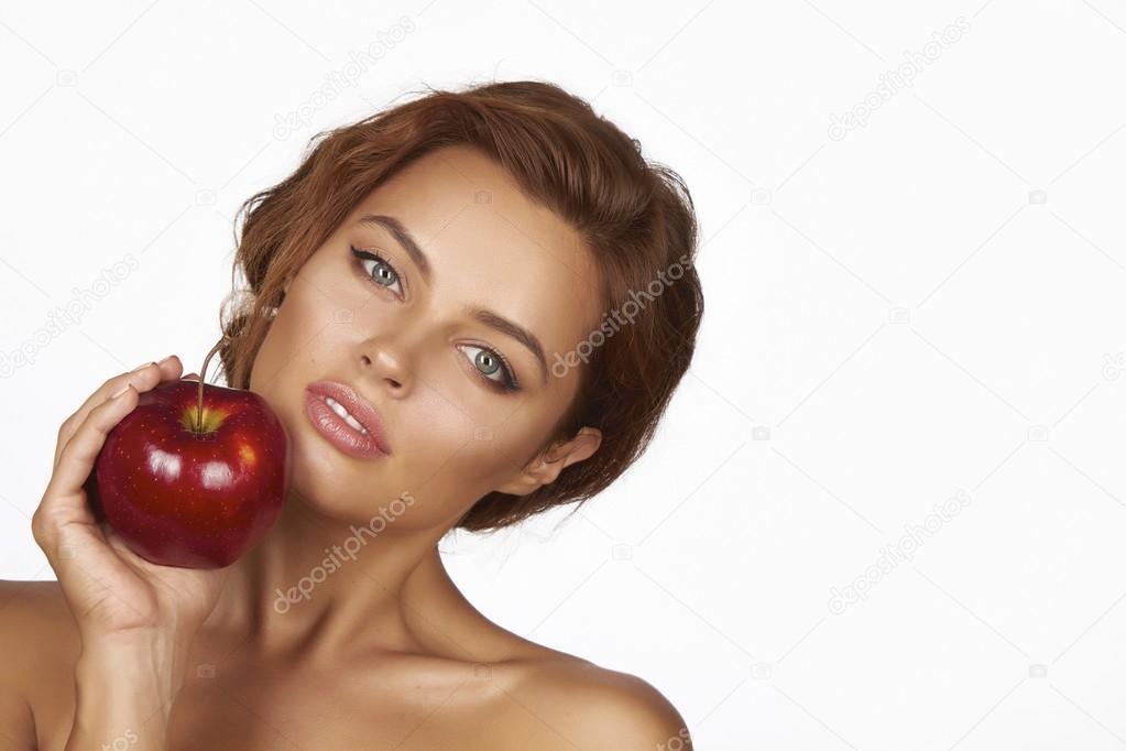молодий красива Сексуальна жінка з темного Кучеряве волосся 68520400044dc
