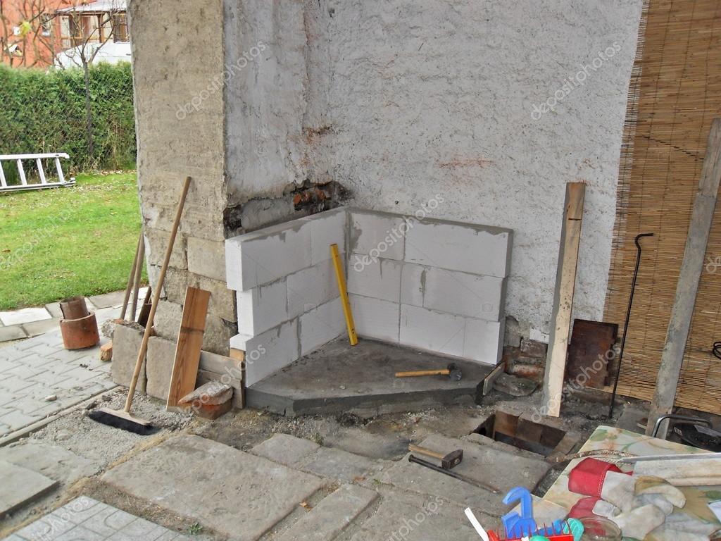 Costruire un camino esterno foto stock rades 51521855 for Piani camino esterno