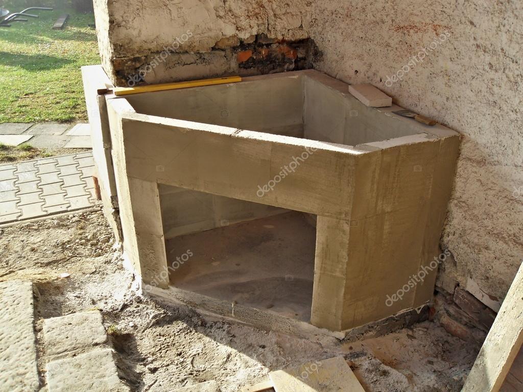 Construire Une Cheminee construire une cheminée extérieure — photographie rades © #51521911