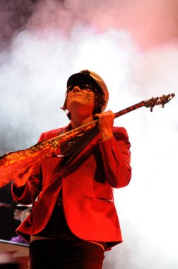 Nicky Wire performs