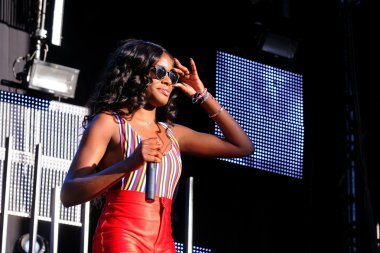 Azealia Banks performs
