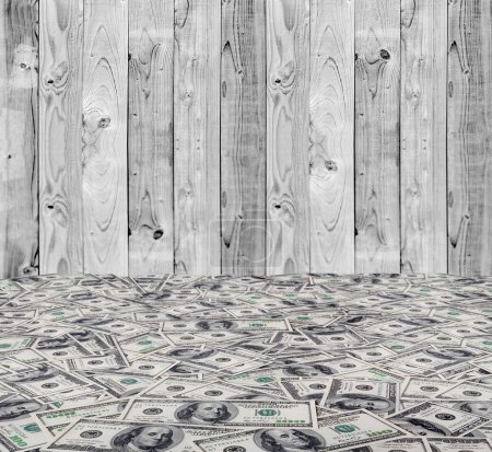 Photo pour Une grosse pile d'argent. pile de dollars américains sur les fonds de bois - image libre de droit
