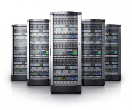 Photo pour Rangée de serveurs réseau dans un centre de données isolé sur fond blanc avec effet de réflexion - image libre de droit