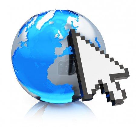 Photo pour Internet créatif, www et concept de réseau de communication globale : globe terrestre en verre bleu avec flèche curseur de souris d'ordinateur isolé sur fond blanc avec effet de réflexion - image libre de droit