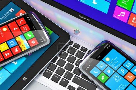 Photo pour Concept de technologie de la mobilité et des télécommunications d'affaires : macro-vue des appareils mobiles modernes avec interface à écran tactile ordinateur portable ou portable de bureau, tablette PC et smartphone ou téléphone portable noir brillant - image libre de droit
