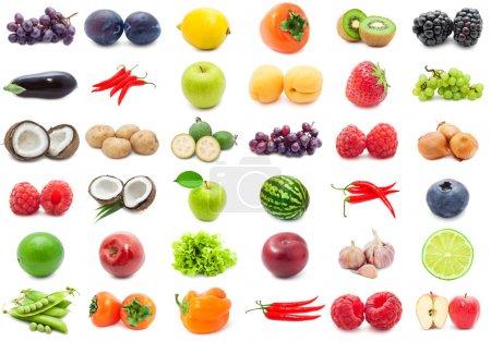 Photo pour Collection de divers fruits et légumes isolés sur fond blanc - image libre de droit