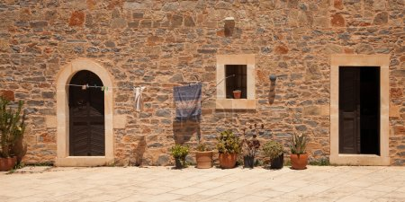 Photo pour Panorama de la cour intérieure du monastère toplou, Crète, Grèce - image libre de droit