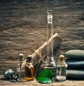 Flaconi di oli profumati nel laboratorio di fragranza
