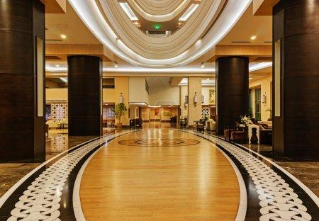 Hall of the hotel Vikingen Quality Resort.