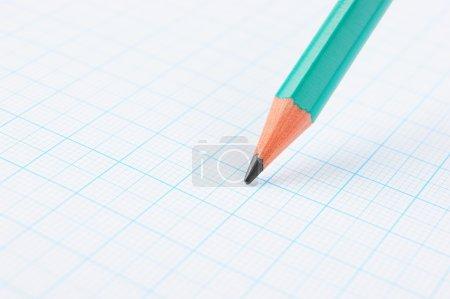 Photo pour Dessin crayon sur papier millimétré - image libre de droit