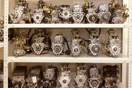 Photo pour Entrepôt de pièces détachées dans un centre d'entretien automobile - image libre de droit