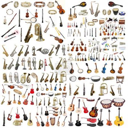 Photo pour L'image des instruments de musique isolés dans un fond blanc - image libre de droit