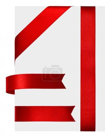 Photo pour Ruban de satin rouge brillant sur fond blanc - image libre de droit