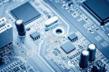 Photo pour Gros plan de la carte de circuit électronique avec processeur - image libre de droit