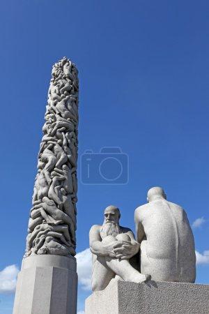 Photo pour OSLO, NORVÈGE - 26 JUILLET : Statues dans le parc Vigeland à Oslo, Norvège, le 26 juillet 2012. Le parc couvre 80 acres et comprend 212 sculptures en bronze et granit créées par Gustav Vigeland - image libre de droit