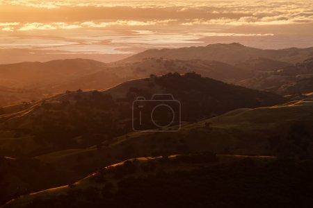 Foto de Vista del Valle del silicio al atardecer desde Monte hamilton. - Imagen libre de derechos