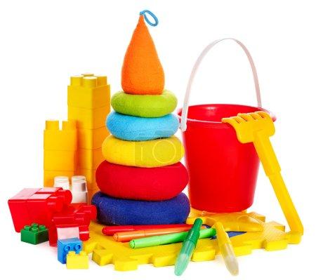 Foto de Juguetes para niños con cubo. Aislado . - Imagen libre de derechos