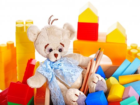Foto de Juguetes infantiles con osito de peluche y cubos. Aislado . - Imagen libre de derechos