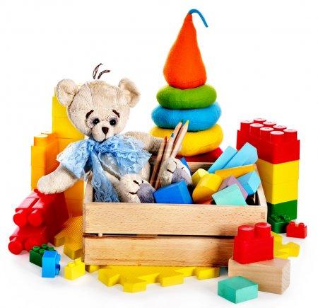 Foto de Juguetes de los niños con oso de peluche y cubos. aislado. - Imagen libre de derechos