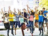 Grupo de personas en el verano al aire libre
