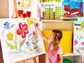 "Постер, картина, фотообои ""ребенок, рисующий в мольберте."""