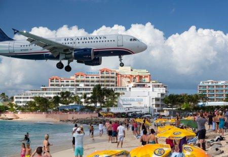 Airplane lands at Princess Juliana airport