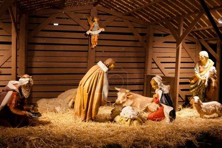 Photo pour Crèche de Noël est une représentation de la naissance de Jésus, tel que décrit dans les Évangiles de Matthieu et Luc. - image libre de droit