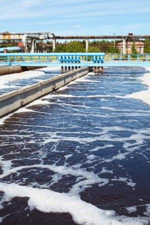 Photo pour Réservoir d'eau traitement des eaux usées - image libre de droit