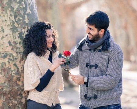 Foto de Pareja joven feliz en el día de San Valentín - Imagen libre de derechos