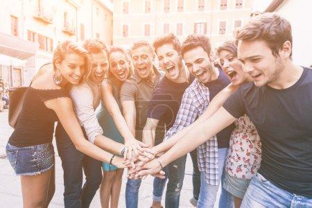 Photo pour Groupe du concept de travail d'équipe ensemble, amis - image libre de droit