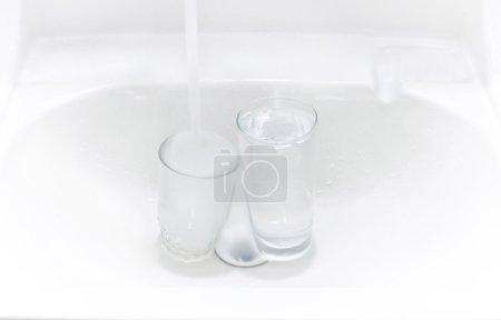 Washsink with glass
