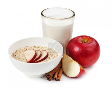 Rolled oats, apples, cinnamon sticks and milk
