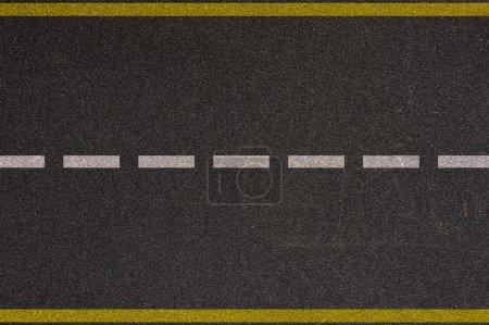 Photo pour Autoroute asphaltée avec marquage routier arrière-plan - image libre de droit