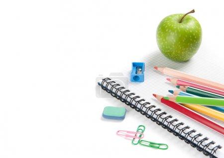 Photo pour Fournitures scolaires isolées sur fond blanc - image libre de droit