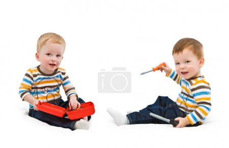 One-year-old children, building tools